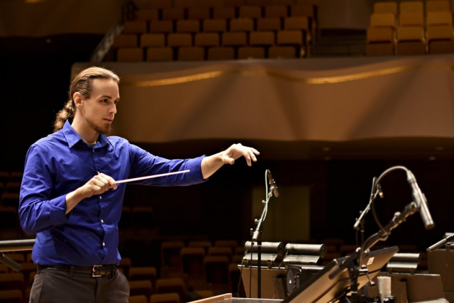 Jeremy Cuebas Conductor stage side right